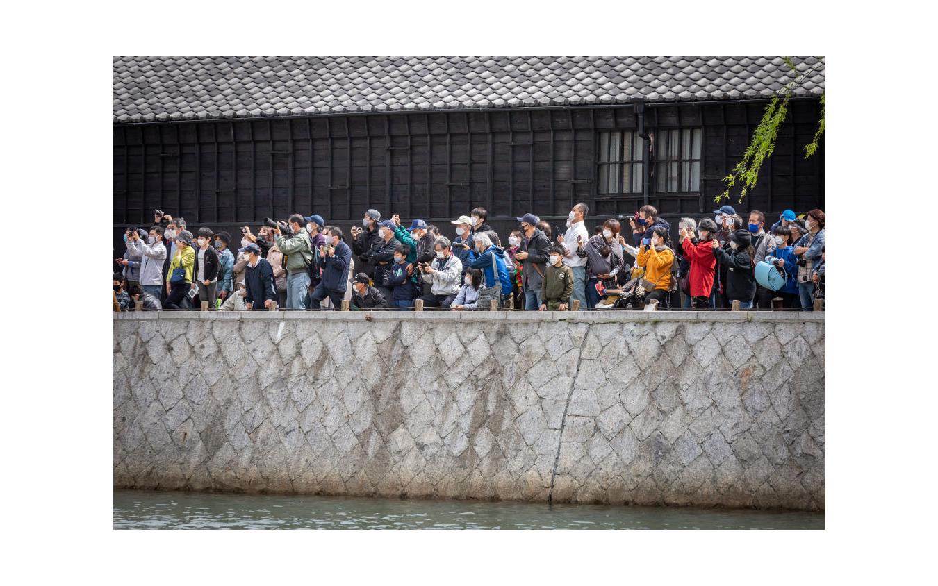 聖火リレー見物に集まった人たち