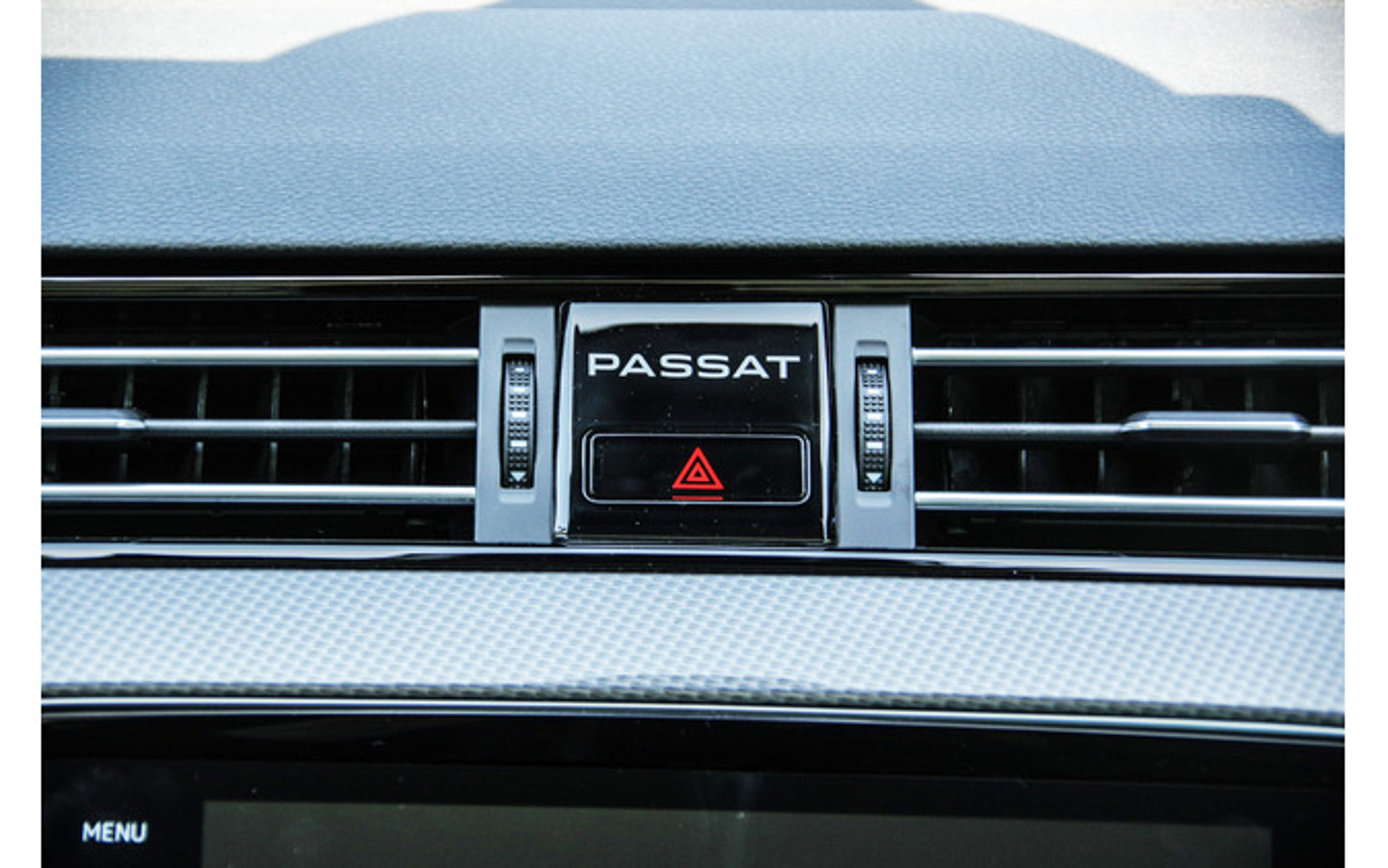 VW パサート オールトラック 改良新型(TDI 4MOTION Advance)