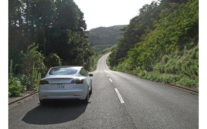 アメリカ車といえば大味という先入観があるが、モデル3は山岳路で屈強な足腰を見せた。