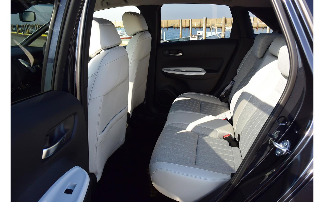 後席は十分に広く、また着座位置を十分に高く取ることで圧迫感が小さいのが特徴。後席に人を乗せる機会の多いユーザーにとっては非常に有り難いパッケージング。