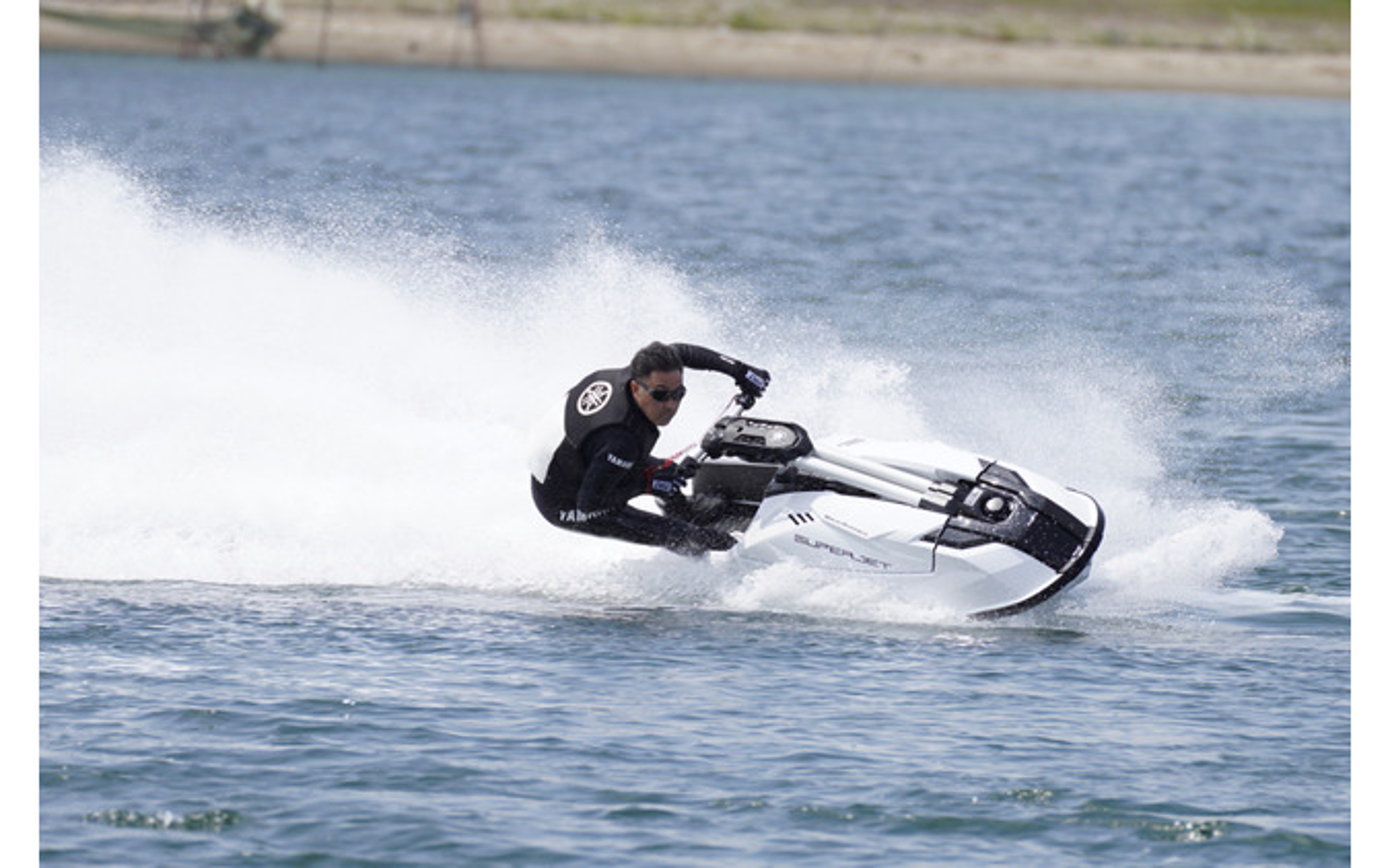 『SUPERJET(スーパージェット)』開発ライダーの走り。速度、傾き、コーナリング、すべてが別次元