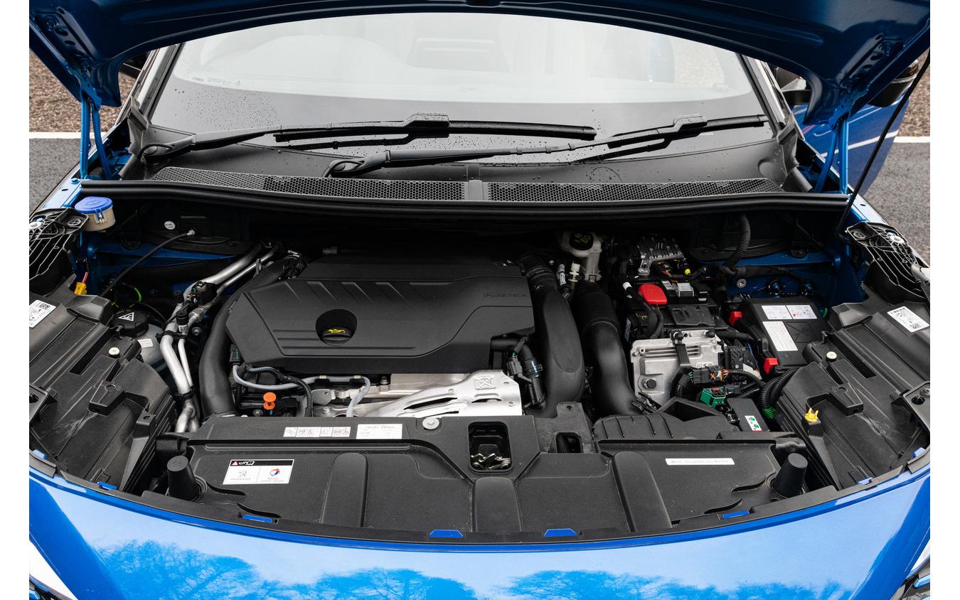 プジョー 3008 GT ハイブリッド4
