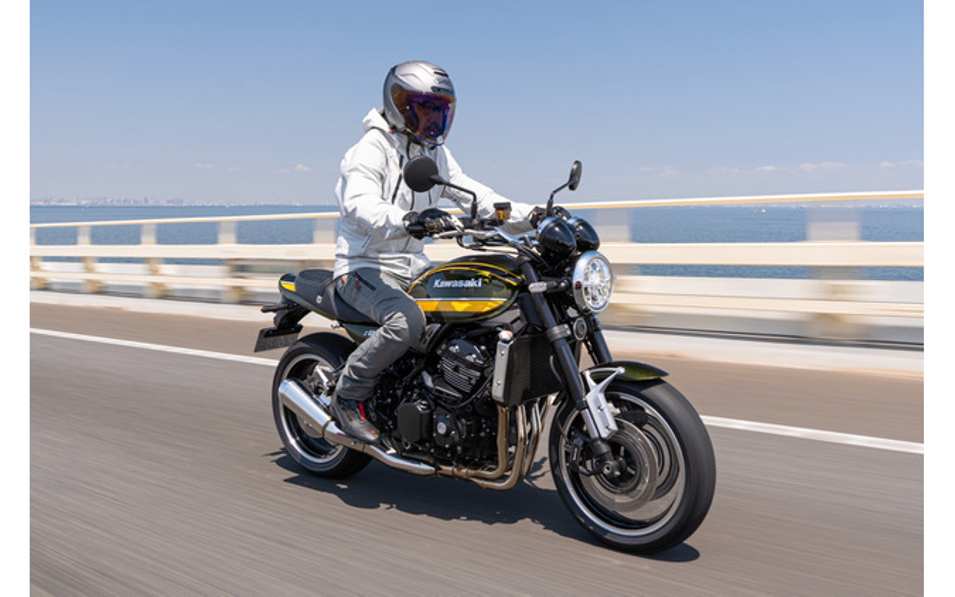 高速道路の速度域でも、絶対的な安心感で軽快に走行可能だ