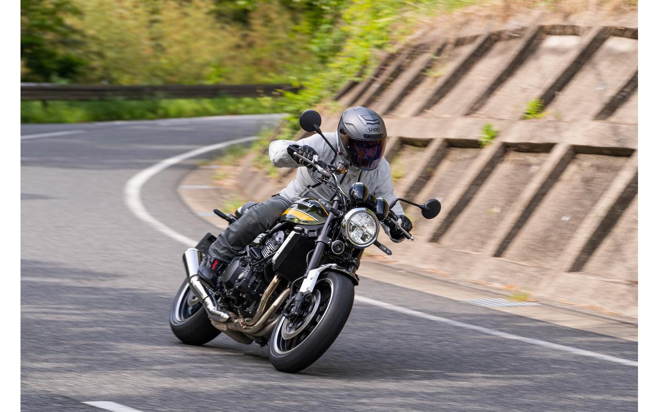 行きたい方向に目線をむけると、自然にバイクがついてくるフラットな特性