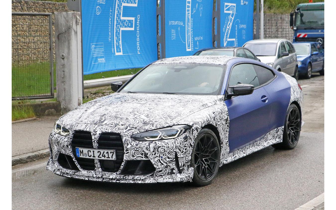 BMW M4クーペをベースとしたプロトタイプ(スクープ写真)