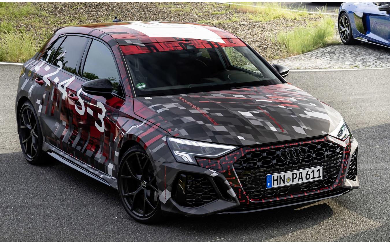 アウディ RS3 スポーツバック 新型のプロトタイプ