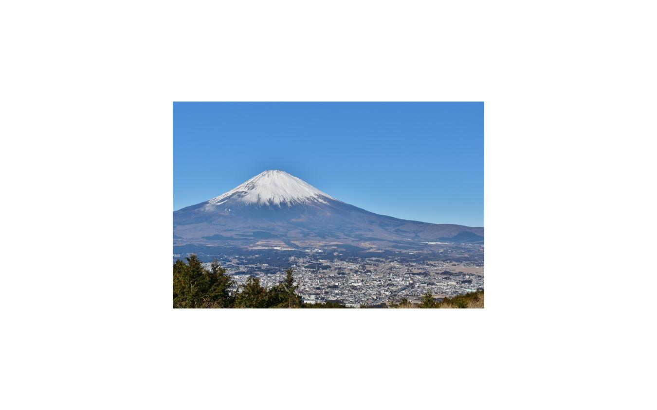 乙女峠から見た富士山。例では右手の裾野を抜けてくる。