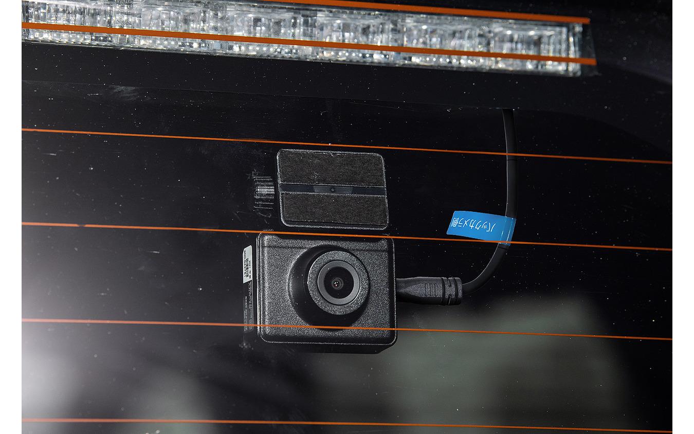 車室内に設置されるリアカメラは視認性が高く天候に左右されないのが強み