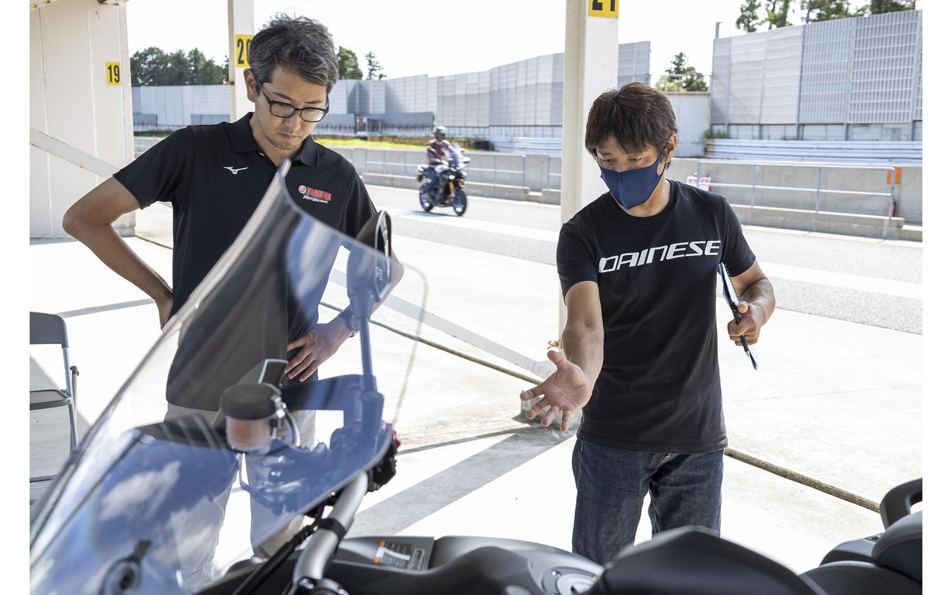 北村悠主査(左)と鈴木大五郎氏