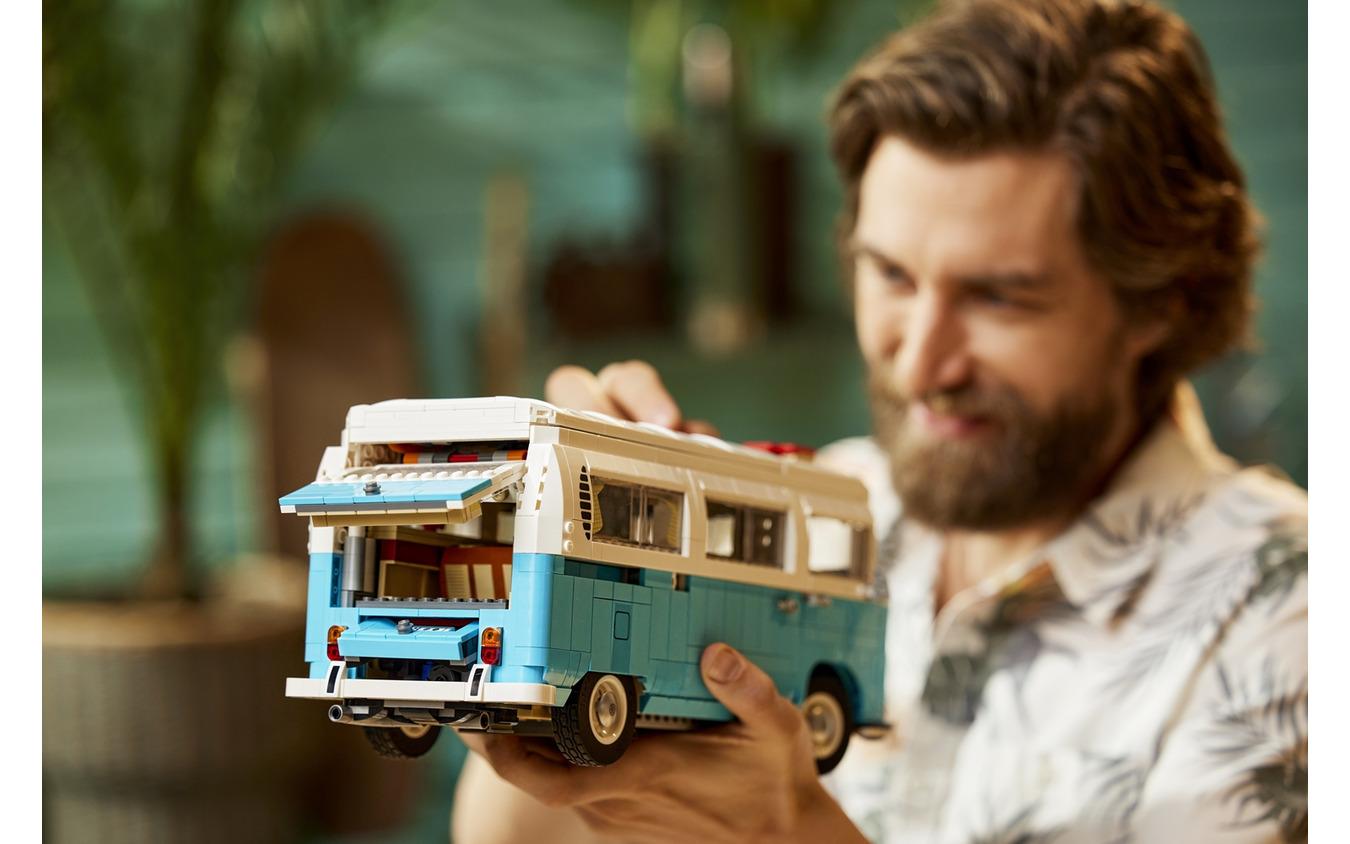 レゴ「フォルクスワーゲン・タイプ2バス・キャンピングカー」