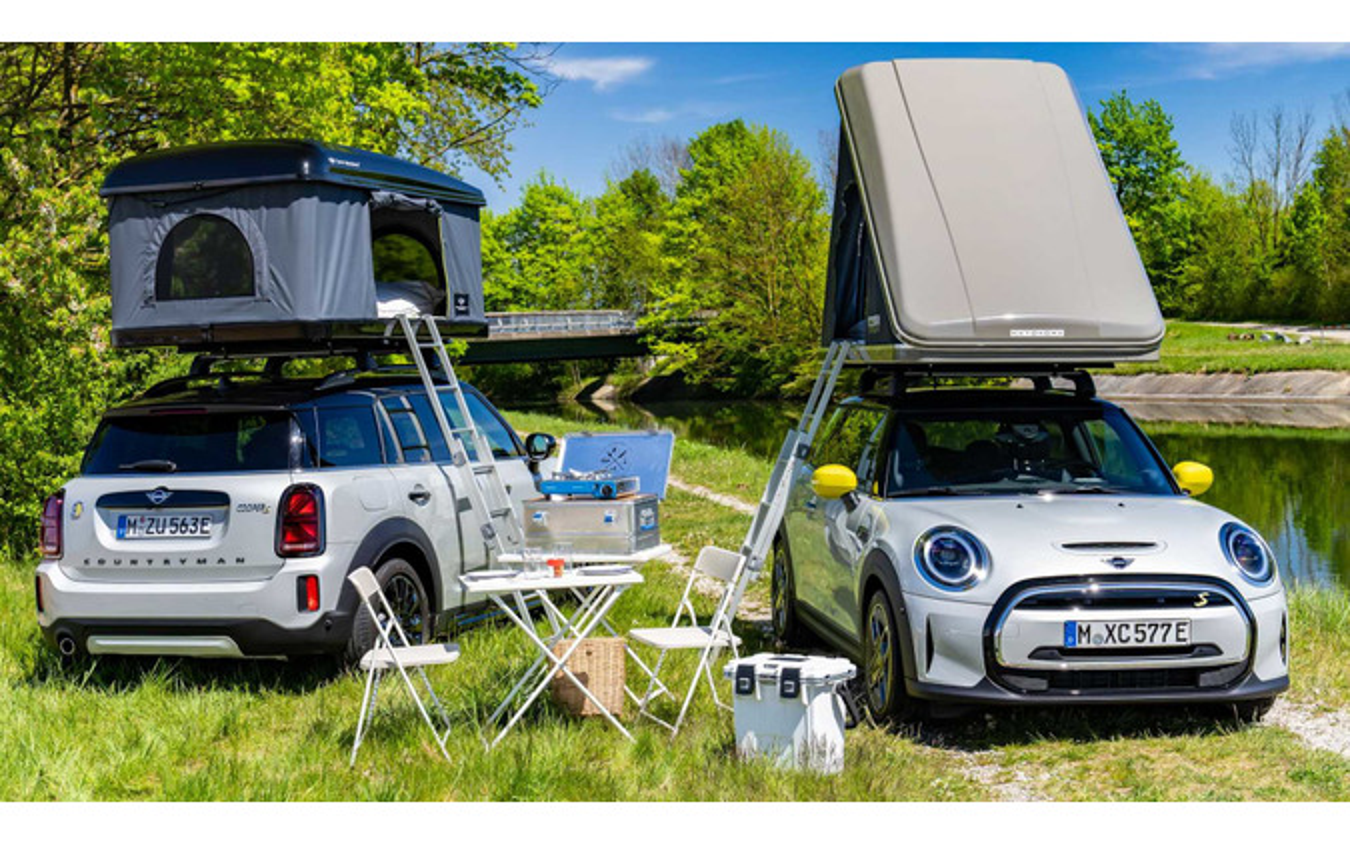 純正ルーフテントを装着したMINIの電動2車種。MINI『カントリーマン』(日本名:MINI『クロスオーバー』)のPHVとMINI『ハッチバック』のEV