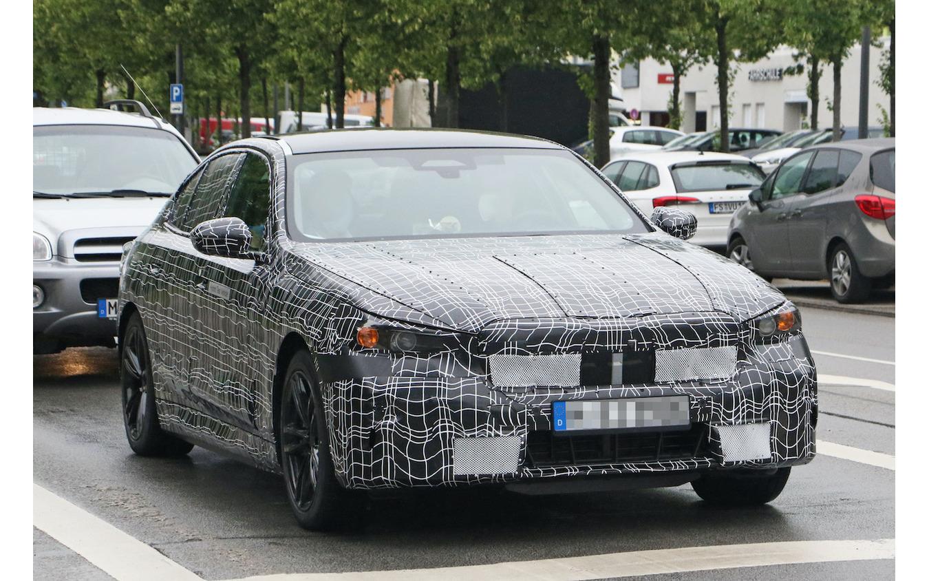 BMW 5シリーズ 次期型プロトタイプ(スクープ写真)