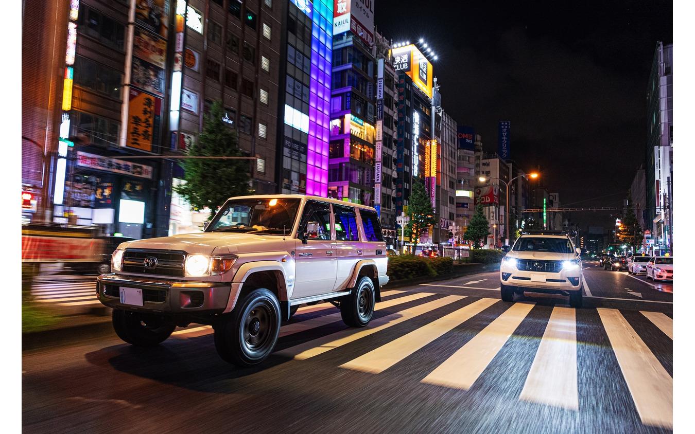 夜の街に出ると、街頭の明かりでブラッドレーの機能美が見え隠れする