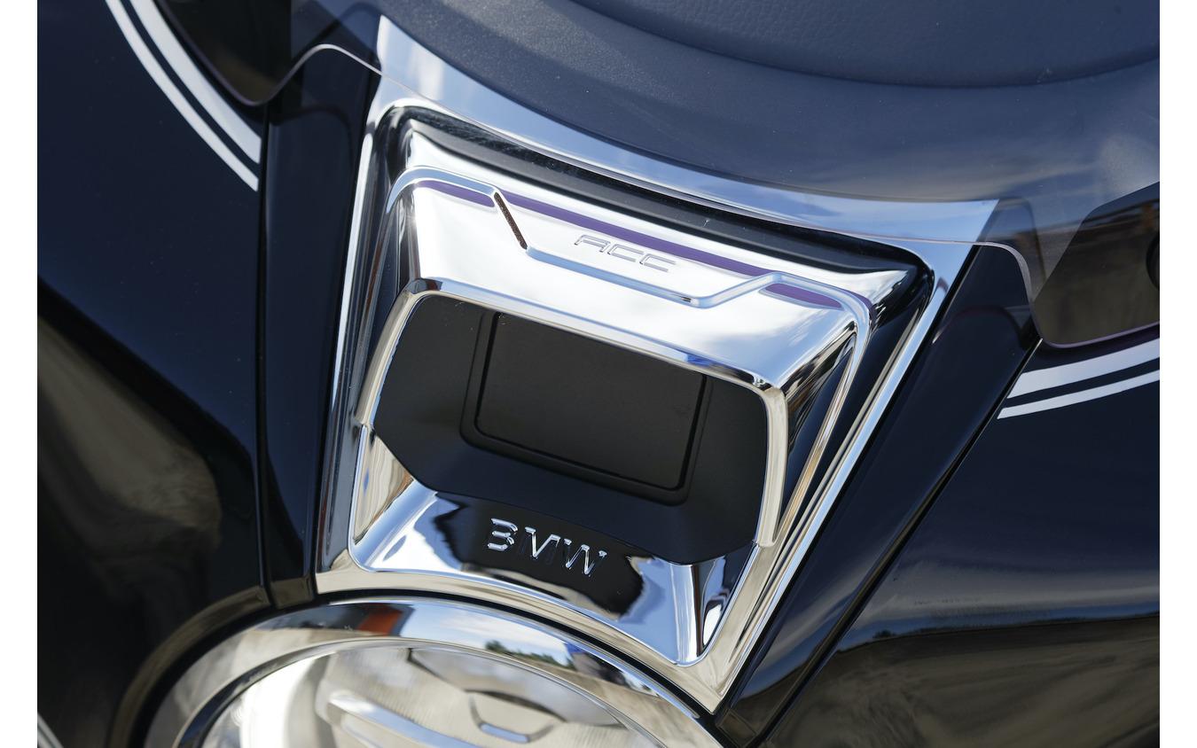 前走車との車間距離を自動的に調整するACC(アクティブ・クルーズ・コントロール)も搭載。