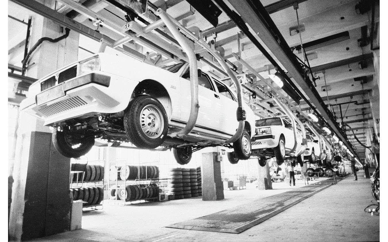 フィアット・リンゴット工場のランチア・デルタ生産ライン(1982年)