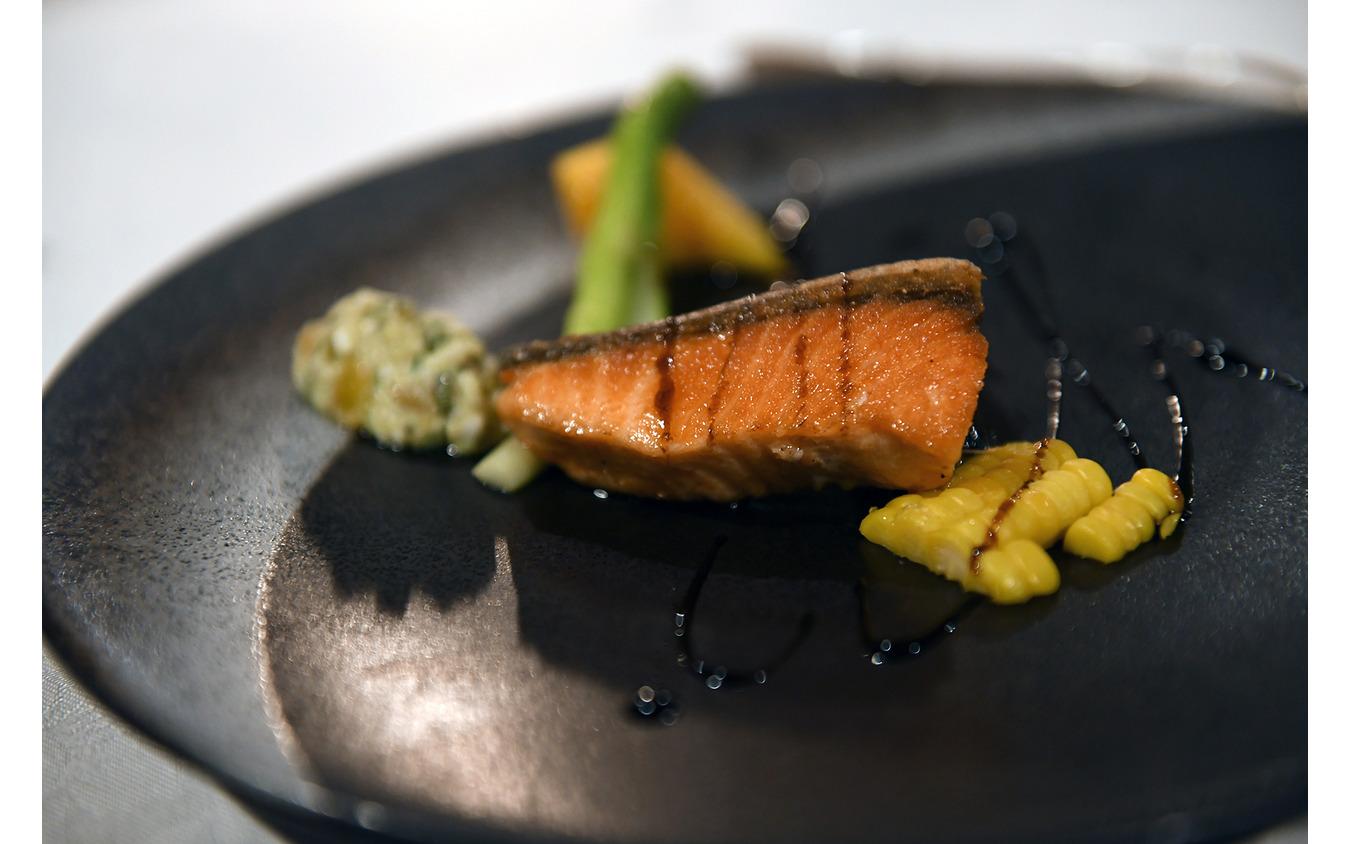 新漁秋鮭のポアレ