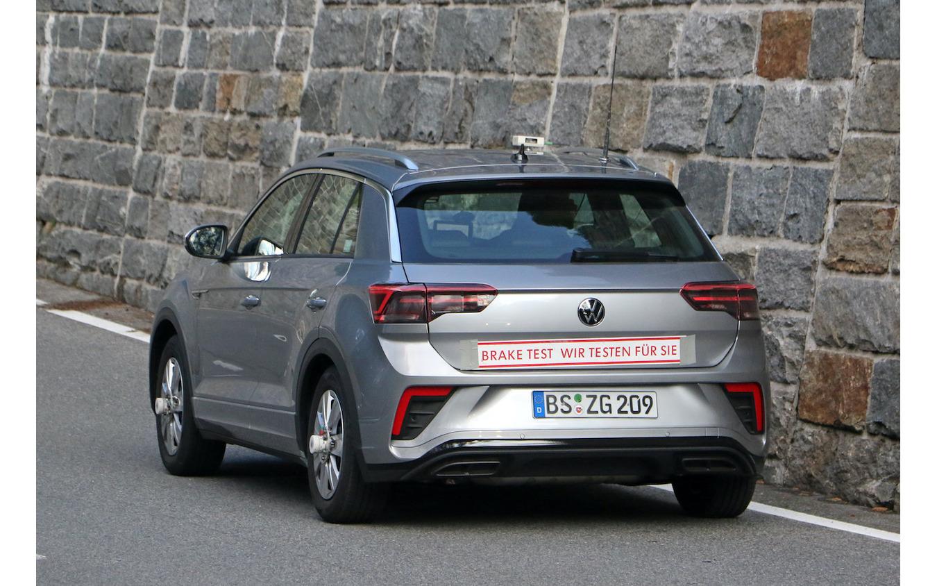VW T-Roc R-Line 改良新型プロトタイプ(スクープ写真)