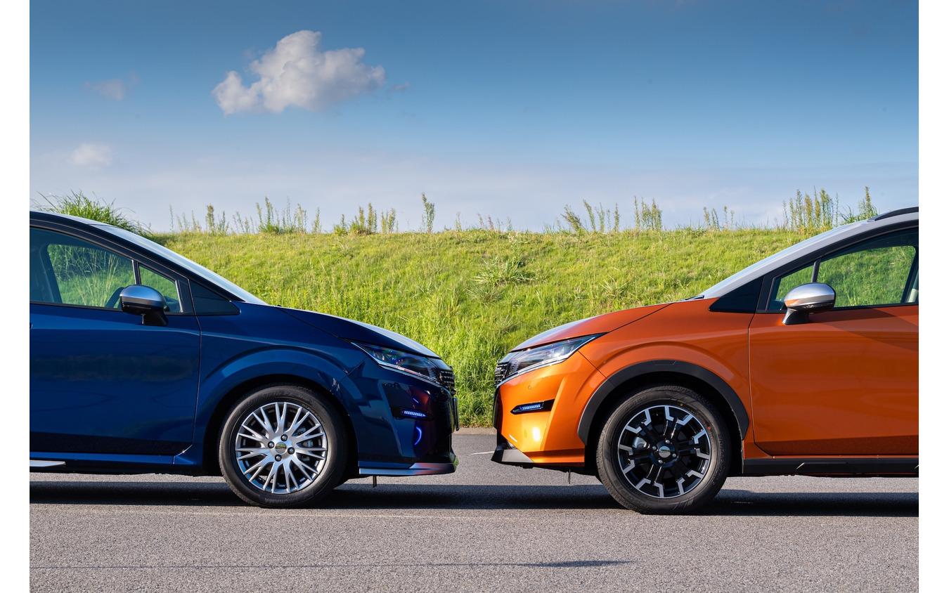 ノート AUTECH クロスオーバーでは25mm車高が高められている(右)