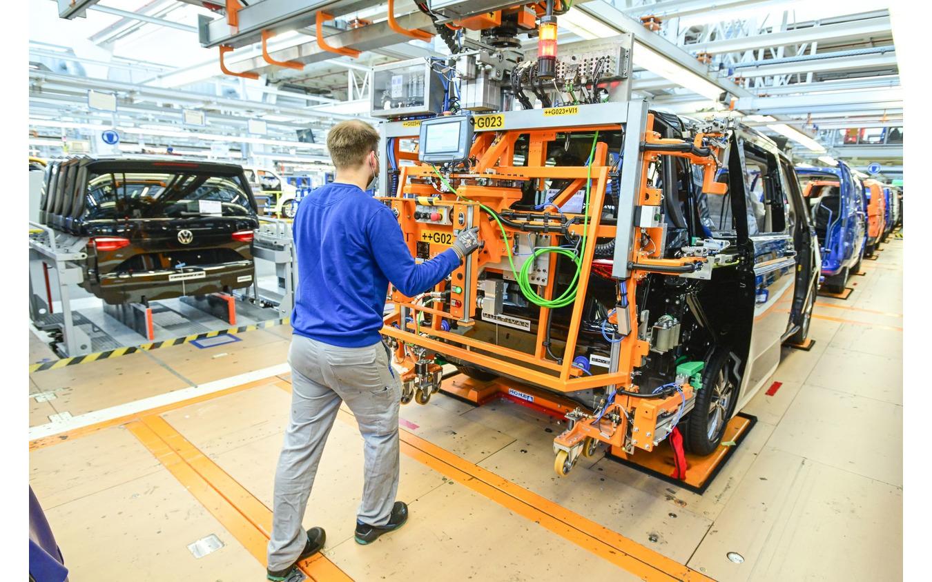 ドイツ・ハノーバー工場で生産が開始フォルクスワーゲン・マルチバン 新型