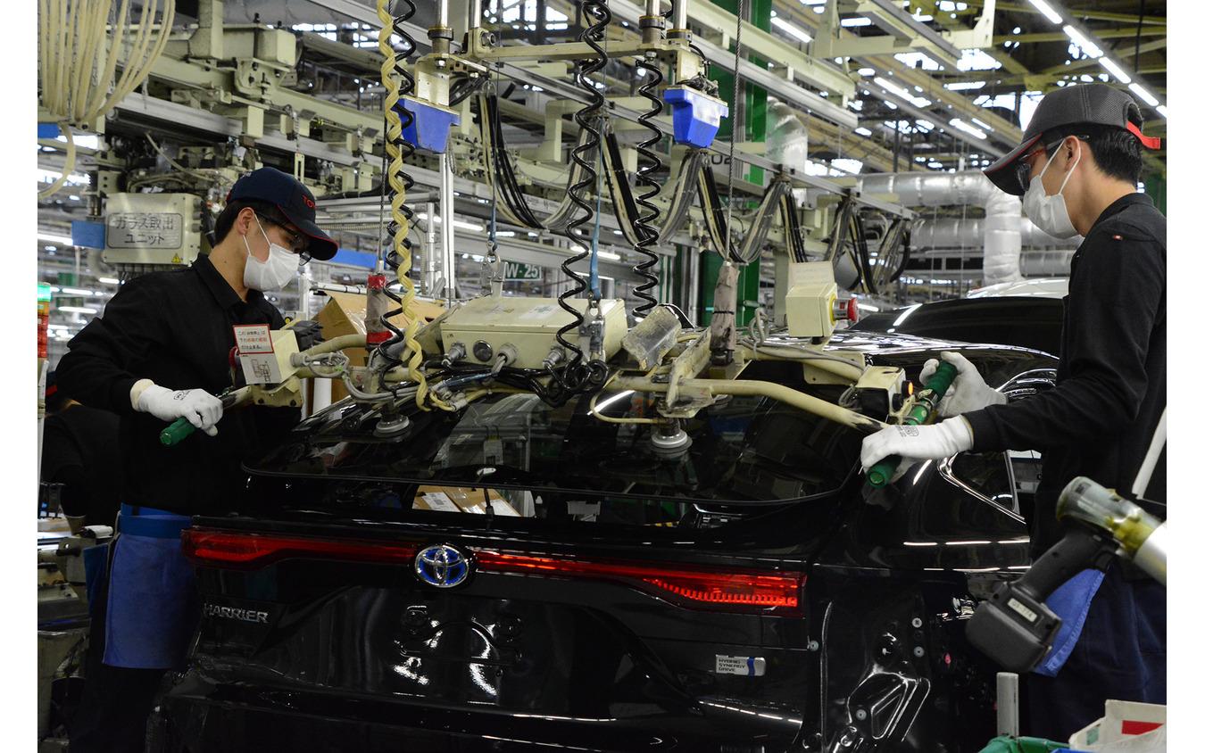 ハリアーを生産するトヨタ自動車高岡工場