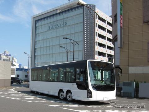 慶應義塾大学の電動フルフラットバス