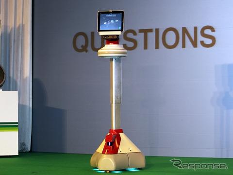エイバ。ルンバの日本総代理店であるセールス・オンデマンドによる紹介では、「未来型ロボット」という紹介がされていた。これは支柱を最も伸ばした状態。