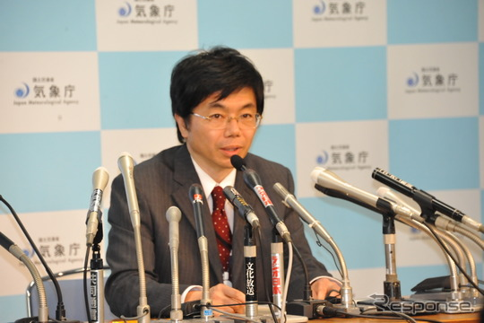会見する永井章地震津波監視課長(気象庁)
