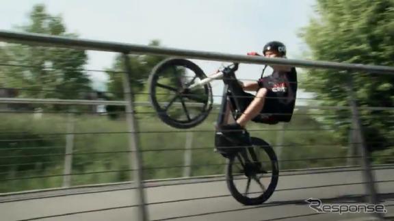ジュリアン・デュポン氏によるアウディe-bike Wortherseeのスタント走行映像(動画キャプチャー)
