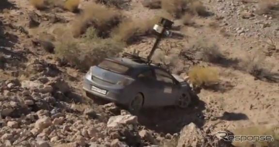 インドの山岳地帯で発見されたGoogleのカメラカー。崖下に転落する事故を起こし、そのまま廃棄されたもよう