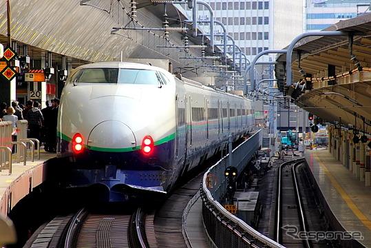 東京駅に停車中の200系