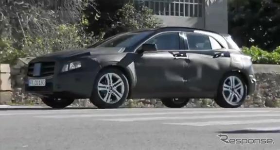 メルセデスGLAの公道テストをスクープした仏『L'Automobile』