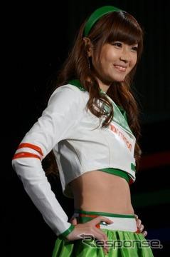 """日本レースクイーン大賞のグランプリに選ばれた、SUPER GTに参戦する""""D'STATION フレッシュエンジェルズ""""の佐崎愛里さん"""