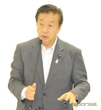 「ETC利用の二輪車料金を軽自動車の半分に割引を」と訴える(26日・自民党本部)