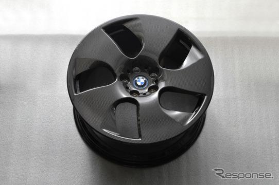 BMW のCFRP(カーボンファイバー強化樹脂)製ホイール