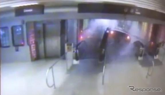 米シカゴで起きた地下鉄事故の瞬間映像