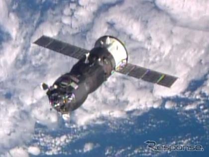 ISSに接近するプログレス補給船(55P)(4月10日、出典:JAXA/NASA)