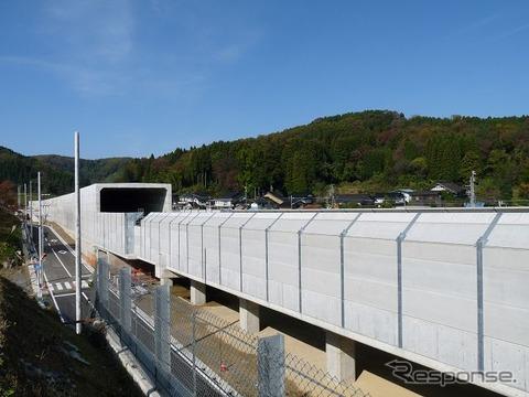 2015年春の長野~金沢間延伸開業が予定されている北陸新幹線。工事は最終段階に入っており、試運転も行われている。