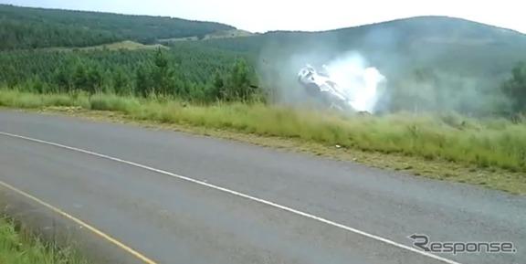 南アフリカのヒルクライムで起きた日産GT-Rの事故