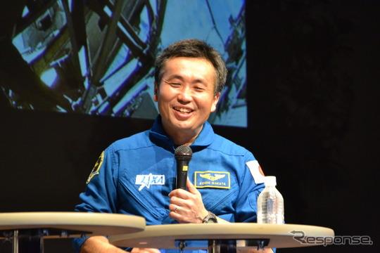 終始笑顔で答える若田宇宙飛行士