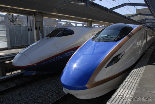 北陸新幹線の延伸開業日が2015年3月14日に決まった。JR東日本のE7系(右)とJR西日本のW7系を使用し、東京~金沢間を結ぶ『かがやき』『はくたか』などが運転される。
