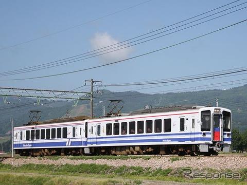 北越急行は在来線特急『はくたか』に代わる速達列車として来年3月14日から「超快速」を運行する予定。愛称は公募により『スノーラビット』に決まった。写真は超快速『スノーラビット』で使われるHK100形。