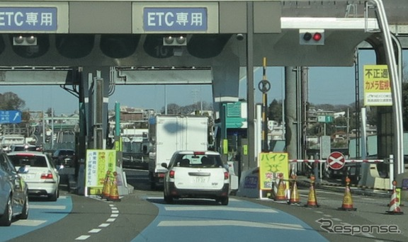 ETCが今、次世代へ向けた『ETC2.0』構想へと大きく動き出している。『ETC2.0』とは何なのか。どんな場面で我々ドライバーに対して役立ってくれるのだろうか。そのテーマは「道路を賢く使う」だ。