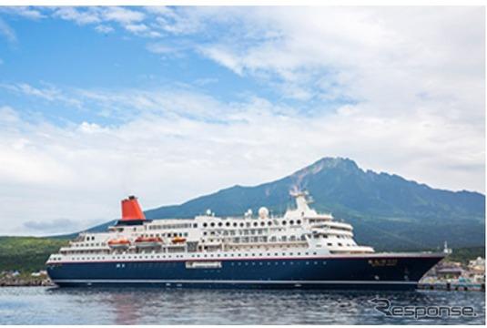 「飛んでクルーズ北海道」の寄港地・利尻島沖に停泊中の客船「にっぽん丸」