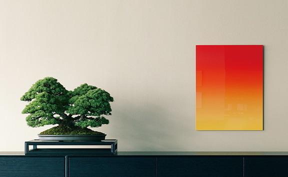 (左)加藤蔓青園の盆栽「五葉松」、(右)榎本裕一「草花01」(写真はイメージ)