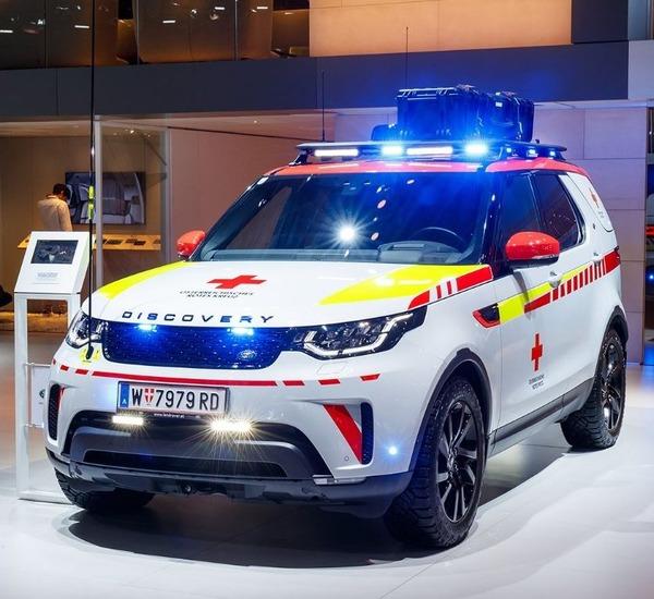 ランドローバー ディスカバリー が赤十字のレスキュー車に、ドローン装備…パリモーターショー2018