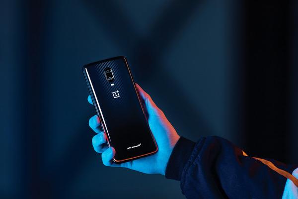 マクラーレンが新型スマートフォン発表、充電は20分…世界市場で発売へ