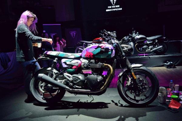 トライアンフの新型車『スピードツイン』がローンチ、バイク好きインスタグラマーも多数参加