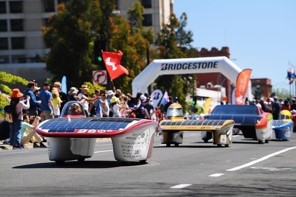 豪ソーラーカーレース、ブリヂストンがタイヤを供給…参戦32チーム ...