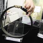 【ウェアラブルEXPO16】ベルトでスマホを充電、薄さ0.38mmで折り曲げ自在