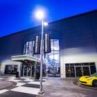 GM、レース用エンジン生産拠点を開所…NASCARやインディカー